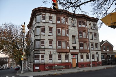 Holyoke To Demolish 'hazardous' Building At 506 Maple St.